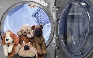 Как стирать мягкие игрушки: можно ли в стиральной машине-автомат, как правильно вручную, как почистить музыкальную, которую нельзя мочить, как