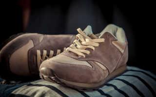 Можно ли стирать в стиральной машине замшевые кроссовки: как правильно, как почистить светлую обувь из замши от грязи вручную,