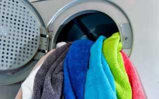 Как стирать цветные вещи в стиральной машине и вручную, при какой температуре, можно ли вместе с белой одеждой, как