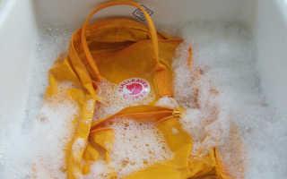 Как постирать школьный рюкзак (каркасный, с ортопедической спинкой и т.д.): можно ли в стиральной машине-автомат, как почистить вручную?