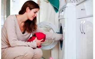 После стирки белье пахнет затхлым, вещи воняют сыростью: почему от одежды исходит неприятный запах, что делать, как от него